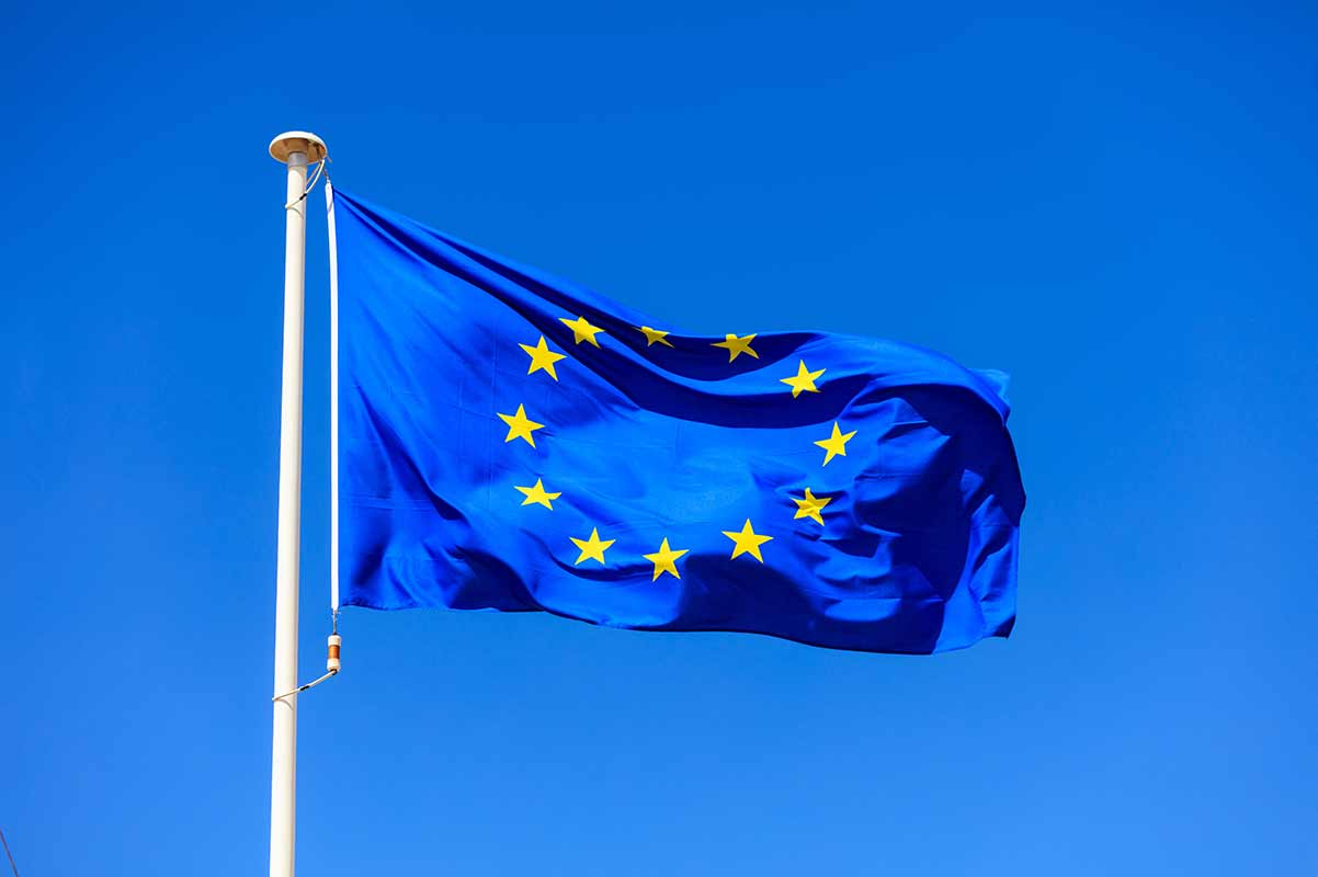 eu-flag-european-union-flag-on-a-pole-waving-on-bl-P5QSR3A