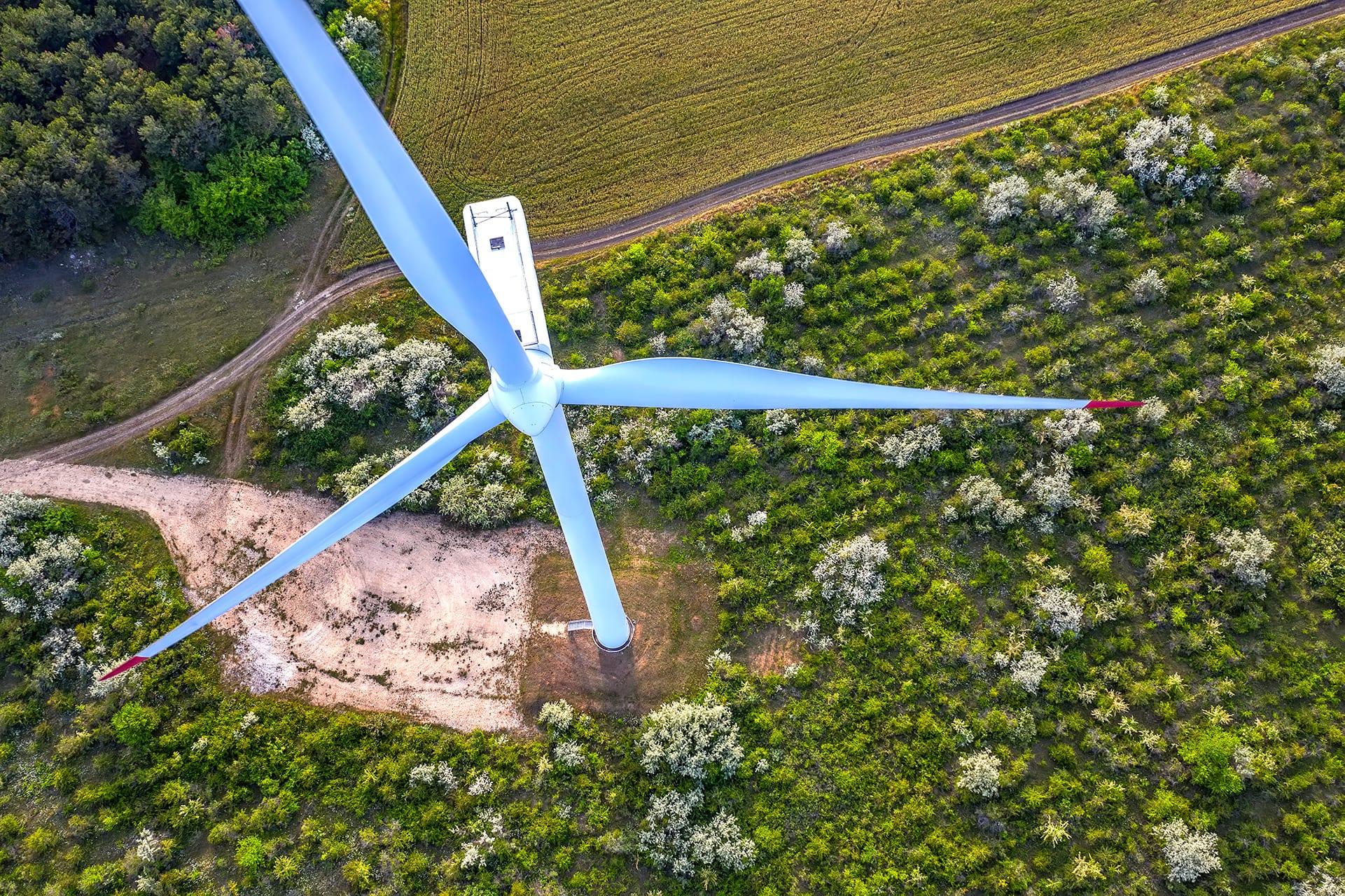 wind-turbine-MRWGU8X