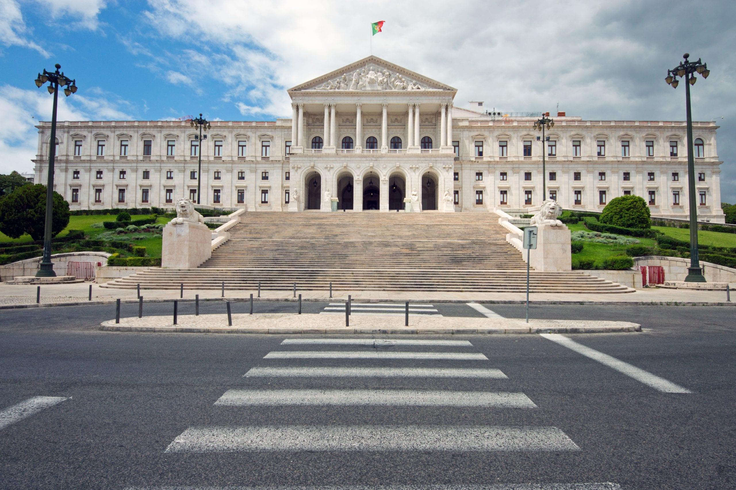 the-white-portuguese-parliament-PBL5Y3Y